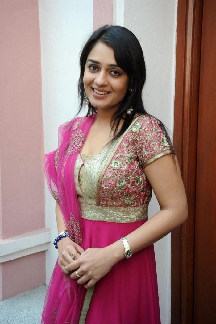 Punjabi Cute Girl Hd Wallpaper Picture 319061 Nikita Thukral Latest Hot Photos In