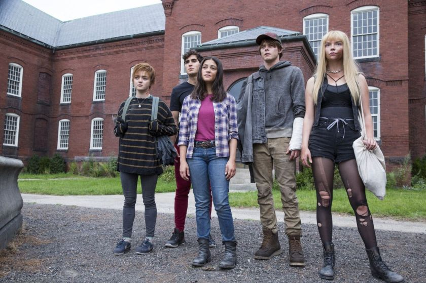 Maisie Williams, Henry Zaga, Blu Hunt, Charlie Heaton y Anya ...