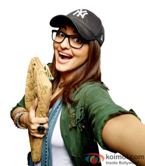 first-look-of-noor-sonakshi-sinha-as-a-journalist-2