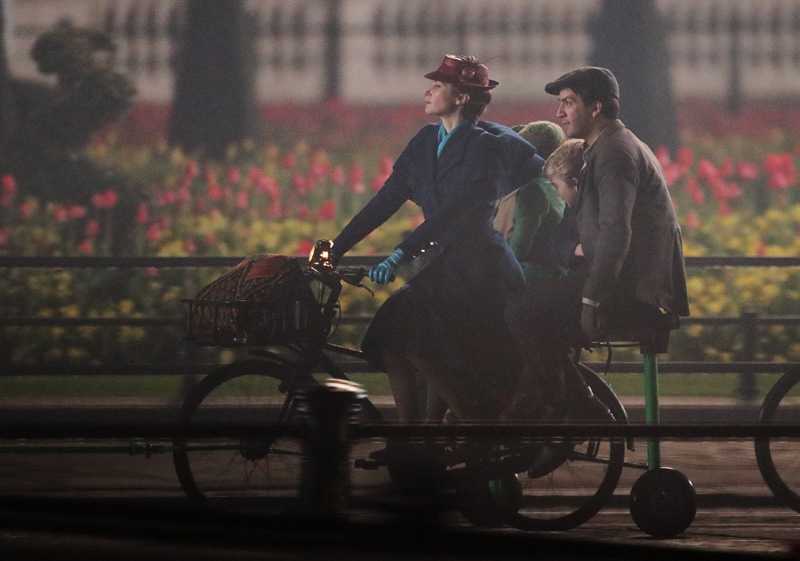 Emily Blunt and Lin-Manuel Miranda take part in filming of a scene from the movie sequel Mary Poppins Returns in front of Buckingham Palace, central London. (Photo by Yui Mok/PA Images via Getty Images)