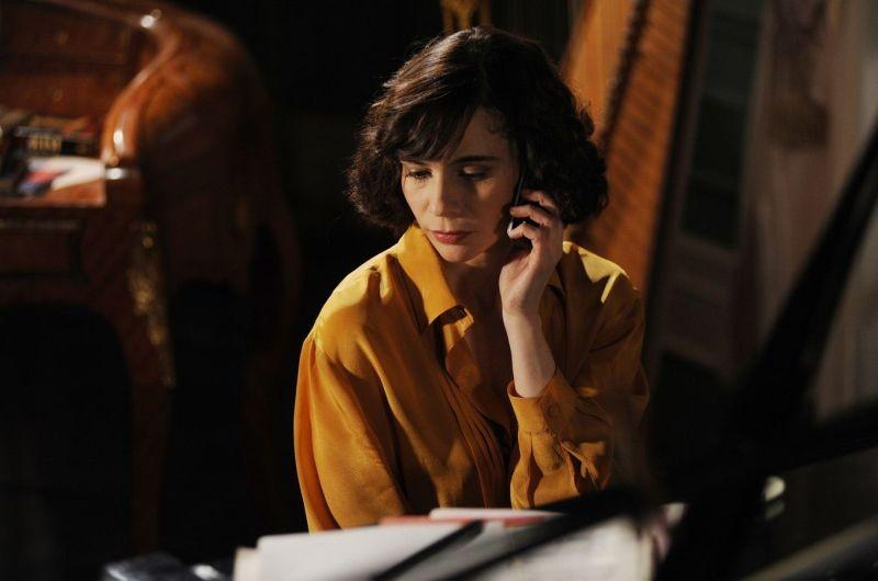 Ti ho cercata in tutti i necrologi: Silvia De Santis in una scena del film nei panni di Helena: 275491 - Movieplayer.it