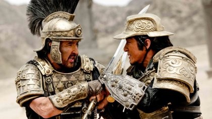 When roman emperor tiberius plots to seize the silk road, his brother joins forces with a chinese general to protect the trade route. Dragon Blade: Jackie Chan e John Cusack in una scena di ...