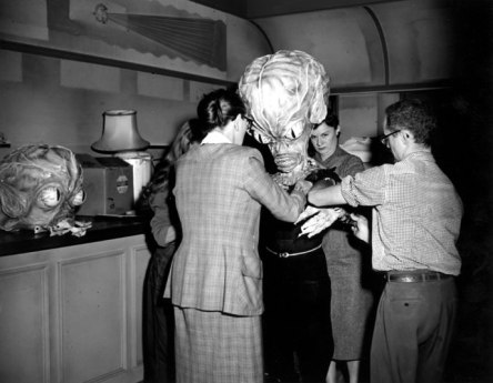 photo-invasion-of-the-saucer-men-1957-11