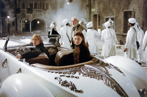 Sean-Connery-Shane-West-and-Peta-Wilson-in-The-League-of-Extraordinary-Gentlemen-2003-Movie-Image