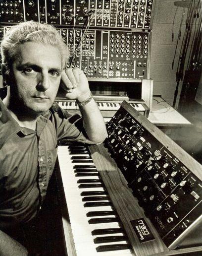 Bob_Moog_Minimoog_Modular_Synthesizer_70s