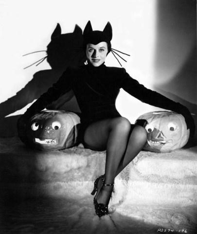 Paulette Goddard 1939 Halloween pose