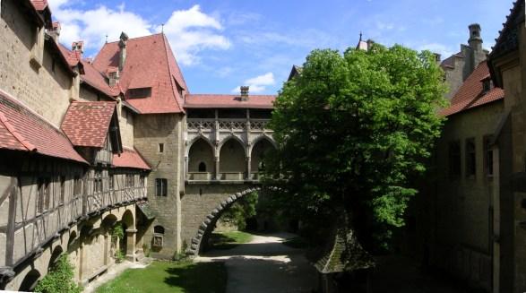 Burg_Kreuzenstein_-_Panorama_Burghof