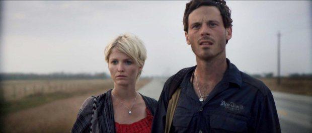 monsters-movie-2010-aliens-happy-couple
