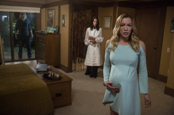 the-wolves-at-the-door-2016-katie-cassidy
