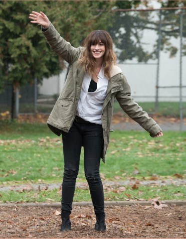 colossal-anne-hathaway-2016-kaiju-monster-paranoia-movie