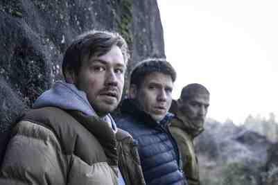 Prey-movie-film-survival-horror-German-Netflix-2021-review-reviews-Hanno-Koffler-David-Kross-Robert-Finster