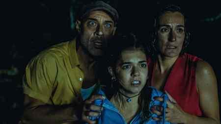 The-Passenger-movie-film-horror-van-Spanish-2021-La-pasajera-Ramiro-Blas-Cristina-Alcázar-Paula-Gallego