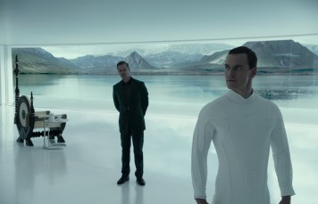 guy pearce and michael fassbender in ALIEN COVENANT