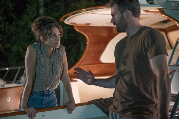 """Jennie Slate as """"Bonnie"""" and Chris Evans as """"Frank"""" in the film GIFTED. Photo by Wilson Webb. © 2017 Twentieth Century Fox Film Corporation All Rights Reserved."""