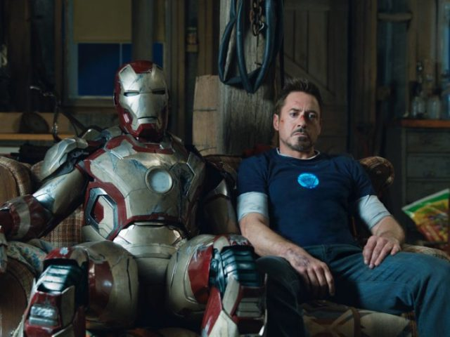 Iron-Man-3-Tony-and-Mark-42-700x525