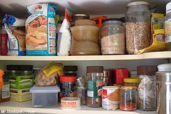 kitchen pantry placemats 搬家时如何处理食物 大众诚信搬家 当你突然意识到你还没有想到当前家里所有食物的去向时 你已经准备好搬出去了 您的厨房橱柜和食品室可能配有各种食品 很可能你的冰箱也不是空的