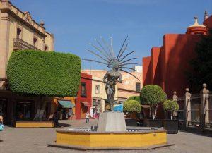 Queretaro Innenstadt e1515944648353 - Statur eines tanzenden Indianders in Downtown Querétaro