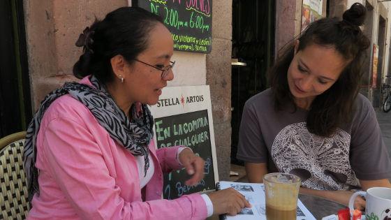 Claudia und ich beim Spanischlernen im Café