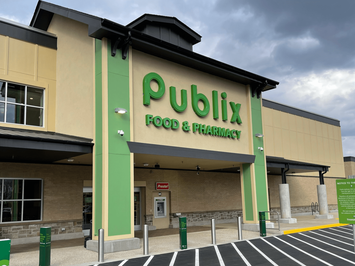 Photo of building exterior at Publix at Shoppes at Ola Crossroads (staff photo)
