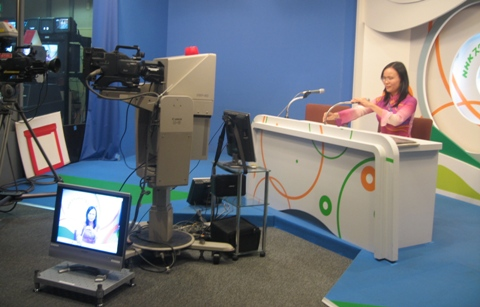 Pham Thuy Trang from Vietnam reads NHK news