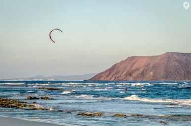 Fuerteventura - Strand in Corralejo, im Hintergrund die Isla de Lobos
