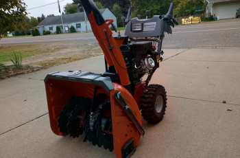 Husqvarna ST327P Snow Blower - Picture Review 1