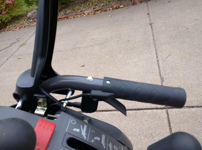 Husqvarna ST327P Steering
