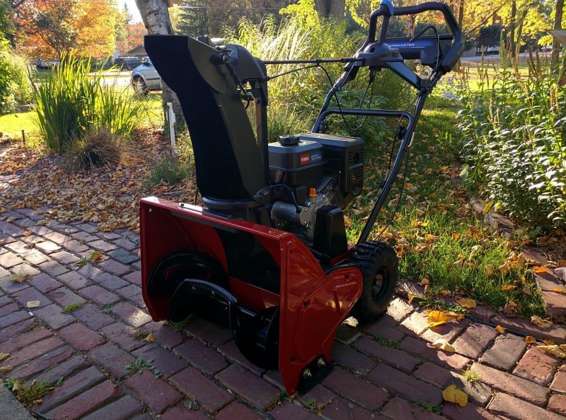 Toro Snowmaster 824 Qxe Test On Pavement Gravel And Turf It Snowed Movingsnow Com