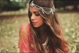 Tendance coiffure : Le bandeau, nouveau bijoux de tête