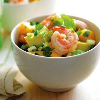 Salade de mangue, crevettes, avocats et basilic