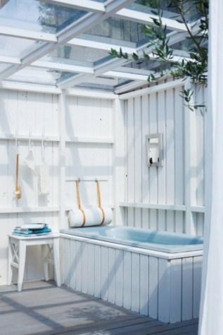 claire-modèle-de-salle-de-bain-extérieure-blanc-bleu-déco