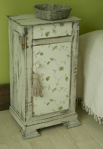 patiner un meuble pour un style shabby chic moving tahiti. Black Bedroom Furniture Sets. Home Design Ideas