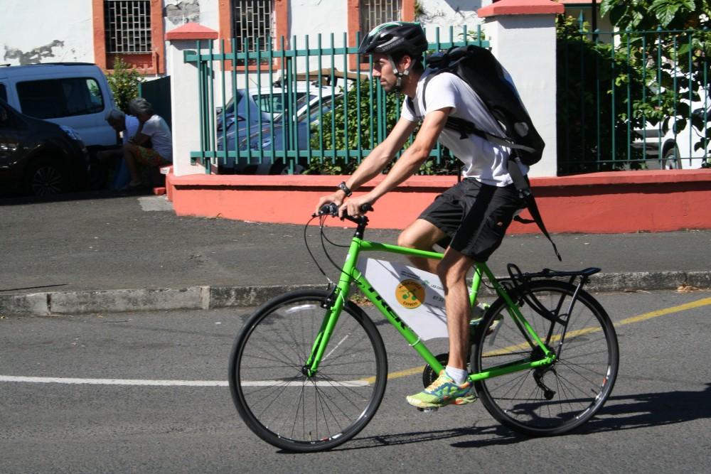 """Résultat de recherche d'images pour """"faire du vélo à tahiti"""""""