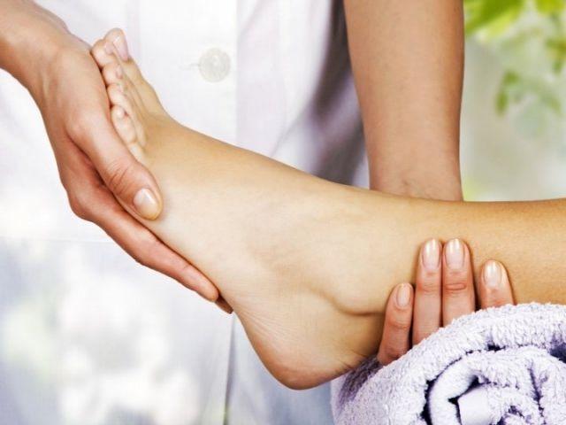 Pourquoi faut-il se masser les pieds tous les soirs avant de dormir reflexologie