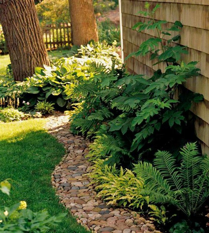 0 revetement sol exterieur pas cher jardin avec pelouse verte et allee avec cailloux moving tahiti. Black Bedroom Furniture Sets. Home Design Ideas