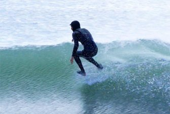 Un surfeur sans planche, comment est-ce possible ?