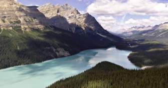 Les Rocheuses d'Amérique du Nord filmées par un drone