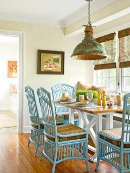 cuisine-chaises-rotin-bleu-clair-interieur-design-fauteuil-rotin-vintage-cool-idee-amenagement-salon