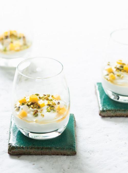 yaourt-grec-aux-pistaches-a-la-mangue-et-au-miel
