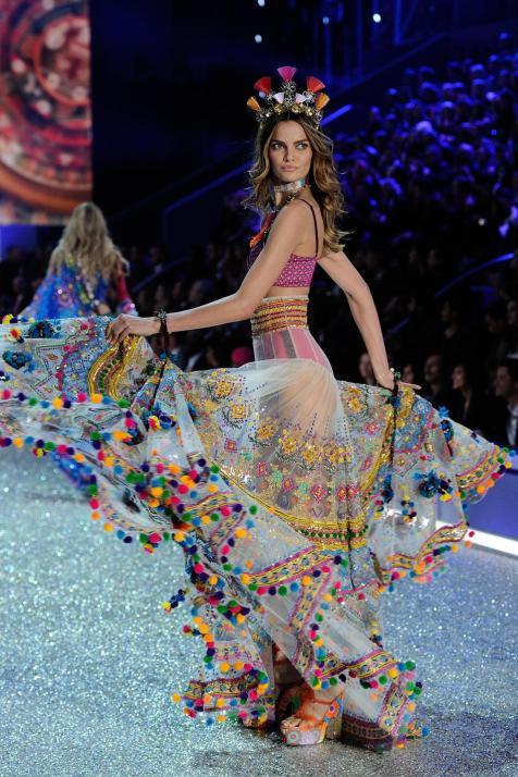 victorias-secret-fashion-show-2016-30