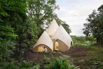 Jikka, une maison tipi située en pleine forêt au Japon 04