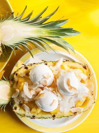 Ananas farci à la glace vanille et granita au citron