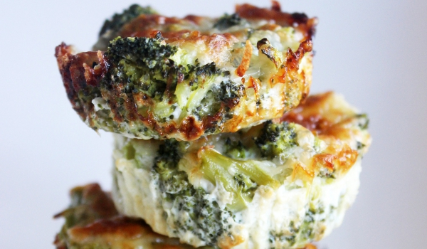 la-recette-de-bouchees-au-brocolis-et-au-fromage-a-moins-de-40-calories