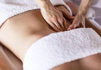 Massage du ventre : Des gestes simples qui font du bien