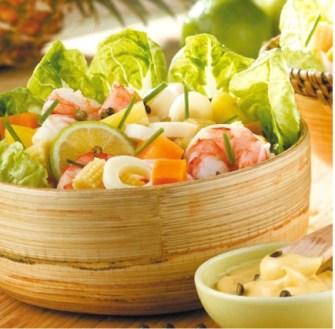 Une salade exotique à la patate douce et aux chevrettes