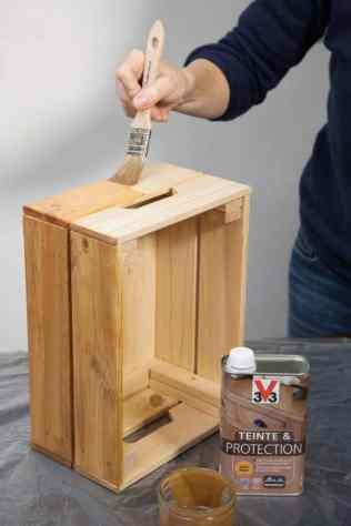 DIY - Réalisez une table de nuit avec des caisses en bois 03