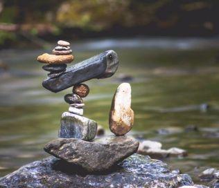 manu-topic-stone-balancing-2