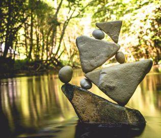 manu-topic-stone-balancing-5