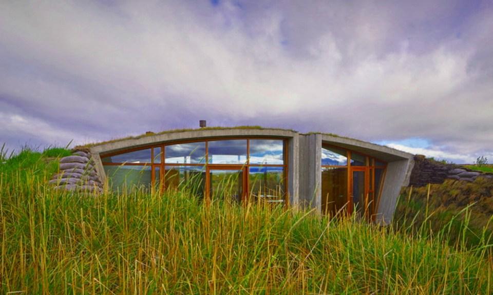 Une maison partiellement enterrée, inspirée des Vikings 01