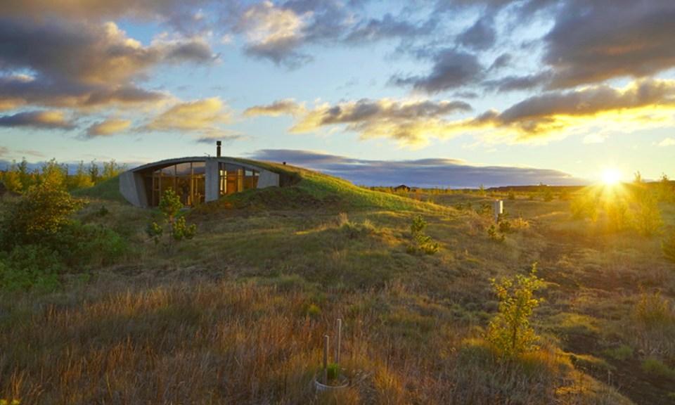 Une maison partiellement enterrée, inspirée des Vikings 02